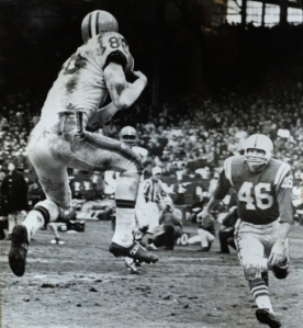Gary Collins snares one of his three TD receptions in the '64 NFL Title Game.