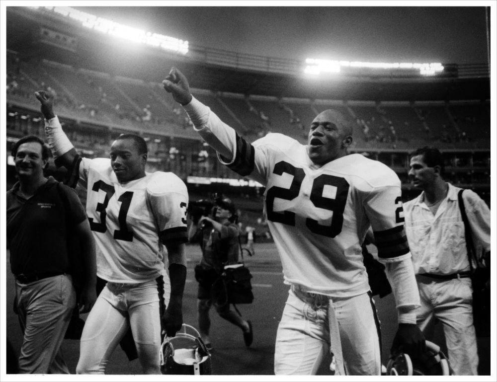 Best NFL Cornerback Tandem Ever: Frank Minnifield & Hanford Dixon! Time to clear up the misreporting of their hand in the drive. (1/4)