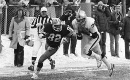 """Former Oakland Raider Mike Davis Ready To Part With """"Red Right 88""""Football"""