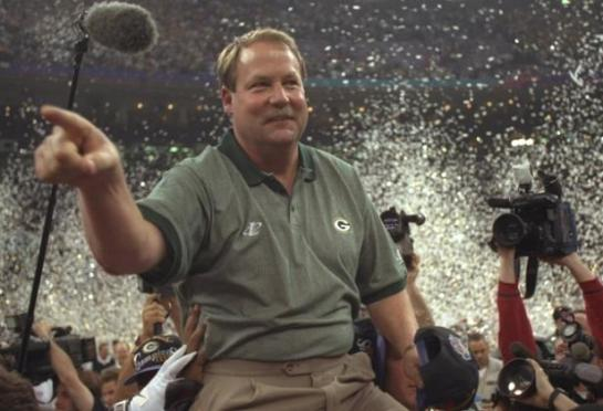 Coach Mike Holmgren being carried off after winning Super Bowl XXXI.