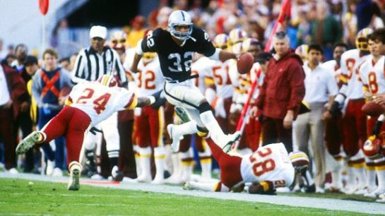 Marcus Allen on a first half gallop in Super Bowl XVIII.