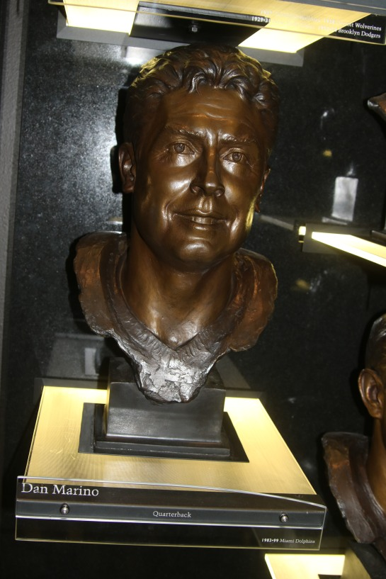 Dan Marino bust
