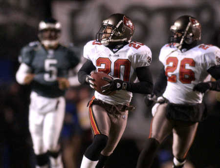 Ronde Barber sails 95 yards with the game clinching touchdown.