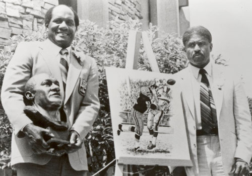 Willie Davis with his Hall of Fame presenter... the legendary late Grambling Head Coach Eddie Robinson.